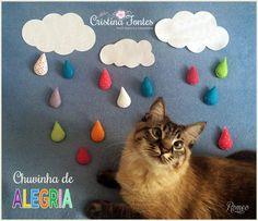 Móbile Chuvinha de Alegria. O garoto propaganda é meu gato Romeo. ;) Para encomendas escreva para: contato@cristinafontes.com.br Facebook ou Instagram: AtelierCristinaFontes