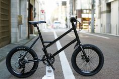 """自転車はすっかり15年モデルの入荷ラッシュが続いておりますそんな本日はお勧めなミニベロをご紹介 GLACIER SW特徴はなんと言っても特徴的なサスペンションフォーク!20×1.95""""サイズの太目なタイヤ!"""
