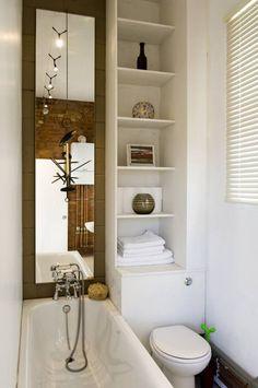 Wąska łazienka z wanną