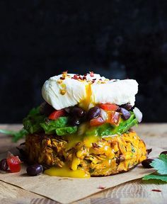 -Sweet Potato Rosti with Black Bean Salsa, Avocado and poached egg. A healthy, ta… Sweet Potato Rosti with Black Bean Salsa, Avocado and poached egg. A healthy, tasty and filling dish that is perfect for a weekend brunch Fuente Veggie Recipes, Vegetarian Recipes, Cooking Recipes, Healthy Recipes, Shrimp Recipes, Healthy Foods, Vegetarian Times, Sandwich Recipes, Potato Recipes