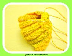 """Vous en avez assez de vos éponges? Tricotez donc un """"Tawashi""""! - La Malle aux Mille Mailles Knitted Hats, Bubbles, Deco, Knitting, Knitting And Crocheting, Loom Knitting Scarf, Knit Flowers, Knit Dishcloth Patterns, Crochet Squares"""