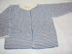 Denne babytrøje har jeg strikket i strømpegarn, som består af 70 % uld og 30 % polyamid. det er en rigtig varm trøje som er god til...