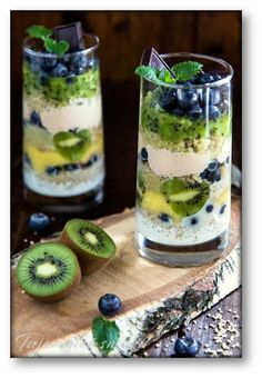 Szklanki śniadaniowe – Quinoa – Ananas – Kiwi – Masło orzechowe – Borówki – Jogurt – Tajemnice smaku My Favorite Food, Favorite Recipes, Candy Bar Wedding, Creative Food, Gluten Free Recipes, Panna Cotta, Pudding, Fruit, Cooking