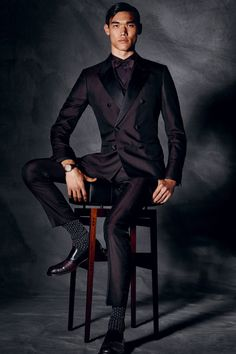 Dolce & Gabbana Fall-Winter Athletic Inspired Men's Casual Looks 2018 Dolce & Gabbana, Smoking, Morning Suits, Men Formal, Formal Wear, Beautiful Suit, Sharp Dressed Man, Fall Winter 2014, Suit And Tie