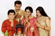 Het gezin en de familie zijn heel belangrijk voor Hindoes. In India wonen verschillende generaties van een familie samen in een huis, en zorgen voor elkaar. Voor Hindoes die in het buitenland wonen, blijven familiebanden en familievieringen heel belangrijk. Er zijn veel bijzondere vieringen in het leven van een hindoe. Het zijn gewoonlijk momenten waarop de hele familie bij elkaar komt.