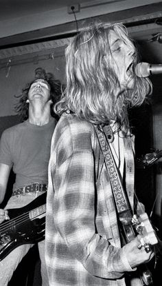 Krist Novoselic & Kurt Cobain on stage #Nirvana
