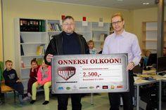 Vuoden 2013 Sankari Juuso Lihavainen lahjoitti 2.500€ Lehmon koulun tuhoutuneen kirjaston uudistamiseen