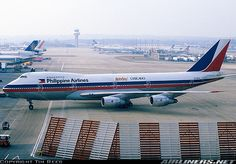 Philippines Airlines 747-200 at Gatwick