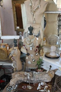 love love love dress forms for jewelry display.. but most of all, I LOVE the piece of driftwood...