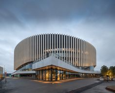 Read The Danish architecture firm has designed Royal Arena in Copenhagen a venue for international sporting events and concerts that opened a few weeks ago with Facade Architecture, Contemporary Architecture, Amazing Architecture, Circular Buildings, Round Building, Wooden Facade, Casa Patio, Mall Design, Mall Facade