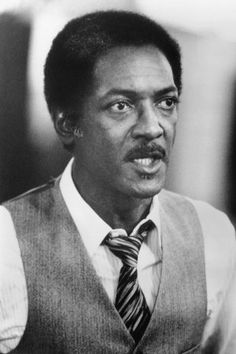 Gil Hill, the real-life Detroit policeman who portrayed Eddie Murphy's no-nonsense boss in the three Beverly Hills Cop films, has died. He was 84. 02/17/2016