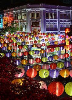Mid-Autumn Mooncake Festival Light up in Chinatown, Singapore #MidAutumnFestival