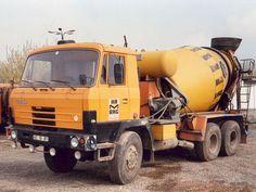 Tatra 815 6x6 met mixer.