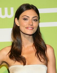 Phoebe Tonkin Photos Photos - Actress Phoebe Tonkin attends The CW Network's New York 2015 Upfront Presentation at The London Hotel on May 2015 in New York City. - The CW Network's New York 2015 Upfront Presentation Hollywood Celebrities, Hollywood Actresses, Brunette Beauty, Hair Beauty, Glossier Pop Up, Phoebe Tonkin, Claire Holt, School Photos, The Cw