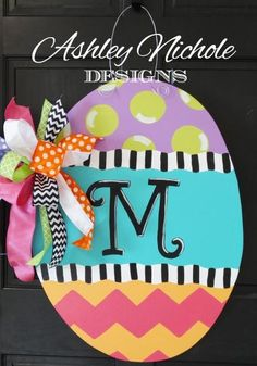 Trendy easter door decorations for office Ideas Wooden Door Hangers, Wooden Doors, Spring Crafts, Holiday Crafts, Chevron, Diy Ostern, Party Decoration, Yard Decorations, Egg Decorating