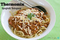 The best ever thermomix Spag Bol - have tried a few TM bolognese recipes but this one is the best! Spagetti Bolognese Recipe, Spaghetti Bolognaise, Paleo Recipes, Dinner Recipes, Cooking Recipes, Savoury Recipes, Slow Cooking, Spag Bol Recipe, Spag Bowl