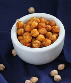 Wondering what to do with sprouted chickpeas? This is a super simple snack idea. Vegan Richa: Roasted Sprouted Chickpeas with Turmeric and Chili. for Barbara. Vegan Appetizers, Vegan Snacks, Easy Snacks, Healthy Snacks, Healthy Eats, Sandwich Bread Recipes, Dog Food Recipes, Vegan Chili, Vegan Vegetarian