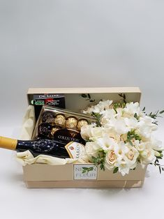 Pokloni u kutiji sa ružama, hortenzijama i frezijama Flower Box Gift, Flower Boxes, Flowers, Wine Gift Baskets, Creative Gift Baskets, Birthday Room Decorations, Flower Shop Design, Gift Box For Men, Creation Deco