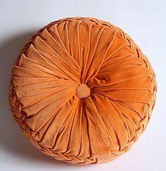 Roundup: Round Pillows