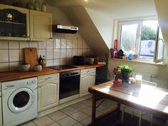 Schöne gemütliche Küche mit Lichteinfall und großem Esstisch in Aachen.  #Küche #Aachen #kitchen