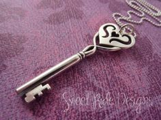 old fashion key necklace | Silver Old Fashioned Heart Key Pendant Necklace in Sterling Large Size