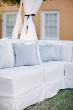 Never knew a classic white sofa could look so good! Loluma expertly designs our lounge pieces to be practical, but gorgeous for events... www.loluma.com