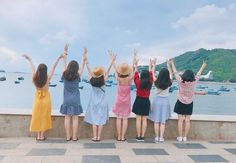 This picture radiates joy and the pastel filter adds another depth of serenity. Mode Ulzzang, Ulzzang Korea, Ulzzang Girl, Korean Couple, Korean Girl, Photography Women, Amazing Photography, Food Photography, Friends Group Photo