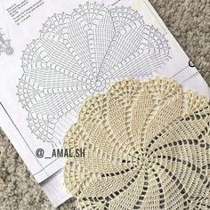 Tecendo Artes em Crochet: Dois Centrinhos Lindos com Gráficos!