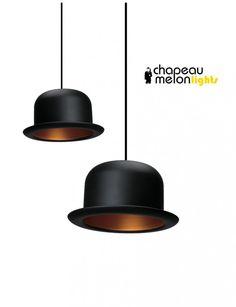 Bolhoed lampen. Chapeau Melon lights verlichting bolhoed hanglamp hoeden tafellamp hoedenlamp vloerlamp design hoeden verlichting Sjiek, need, extravagant. Deze lampenserie bolhoeden - chapeau melon zijn geestig, modern, statig en hebben een zeer decoratieve, maar eigenwijze uitstraling in licht en design.