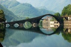 Puente en la Toscana, Italia