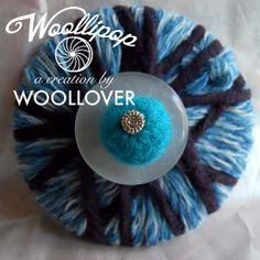 Spilla in lanaBLUE JELLYfeltrovintage button di WOOLLOVERlab, €15.00