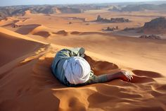 A well earned rest in the Sahara. Location: Summit of Tin-Merzouga, Tadrat, Tassili N'Ajjer National Park, Algeria. Photo and caption by Evan Cole / National Geographic Traveler Photo Contest. National Geographic Fotos, National Geographic Photo Contest, Photography Contests, Travel Photography, Figure Photography, Indian Photography, Amazing Photography, Parc National, National Parks