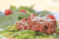 Super easy beefy marinara sauce in just a few minutes. Only 4.7 net carbs.