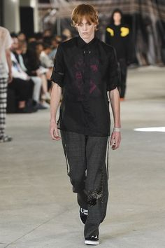 See the complete Off-White Spring 2017 Menswear collection.