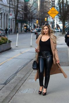 Photo of woman walking down busy city streets. Photography Women, Lifestyle Photography, Portrait Photography, Vancouver Photos, Street Portrait, Spring Photos, Busy City, Outdoor Portraits, New York Style