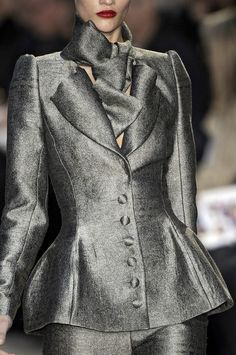 Christian Lacroix Fall 2009 - Details  Incredible outfit. Elegant and classic.  This jacket would look great with a pair of cropped pants.