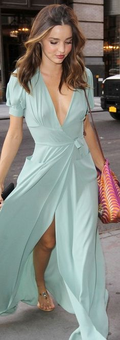 Miranda Kerr in a #flowy #mint dress! loveeee #mirandakerr #model