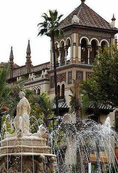 Fuente de Hispalis y Hotel Alfonso XIII- Sevilla- Andalucía- España.