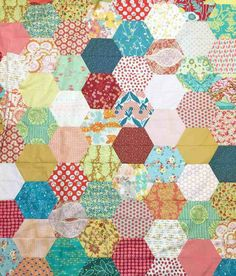 How to make a hexagon quilt with half hexies – free quilt pattern – 5 different sizes