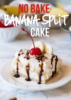 This No Bake Banana Split Cake is the perfect cool and creamy treat for all your summer potlucks and bbqs! Summer Desserts, No Bake Desserts, Easy Desserts, Delicious Desserts, Yummy Food, Jello Desserts, Cold Desserts, Mini Desserts, Banana Recipes