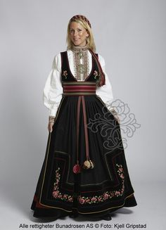 Beltestakk fra Telemark - BunadRosen AS Norwegian Clothing, Norwegian Fashion, Norwegian Style, Costumes Around The World, Scandinavian Fashion, Folk Costume, Summer Outfits Women, Ethnic Fashion, Fashion Outfits