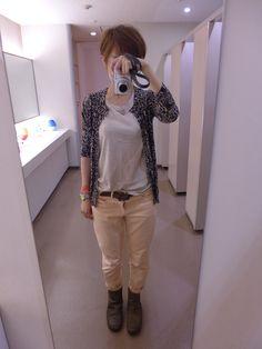 今日はZARAのレオパードカーディガンを。  TシャツとパンツはGAPです。
