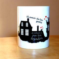 """Taza: """"El amor de los gatos a voces y por los tejados"""". Intenté que fuese una taza romántica dibujando unos tejados parisinos. ¿Lo he conseguido?. La puedes encontrar en http://www.artaliquam.com/home/21-el-amor-de-los-gatos.html #tazas #mugs"""