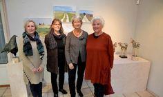 Kvartett kvinnor i konstutställning - HD