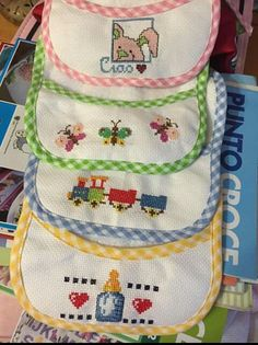 Cross Stitch Baby, Cross Stitch Patterns, Bibs, Cross Stitching, Hand Embroidery, Hello Kitty, Girl Paintings, Butterfly Cross Stitch, Crochet Batwing Tops