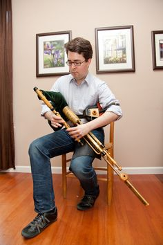 Playing the uilleann pipes