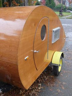All wood Teardrop Caravan. I have a secret desire to find one of these charmers and decorate it just so I can have it in my yard as the focal point of my landscaping. Tiny Camper, Small Campers, Cool Campers, Rv Campers, Camper Van, Teardrop Camping, Teardrop Caravan, Teardrop Trailer, Cars