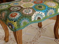 crochet footstool, via Ravelry Crochet Granny, Crochet Motif, Crochet Yarn, Crochet Hooks, Crochet Patterns, Hexagon Crochet, Hexagon Pattern, Hand Crochet, Knitting Projects