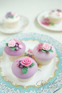 Wouw, mooie cupcakes met roosjes.