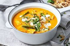 Fire up your tastebuds with these quick and easy curried pumpkin soup with chicken, beans and green chilli. Soup Recipes, Salad Recipes, Chicken Recipes, Cooking Recipes, Healthy Recipes, Beef Recipes, Midweek Meals, Easy Meals, Healthy Dinners